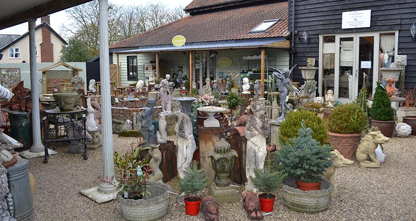 courtyard-garden-antiques