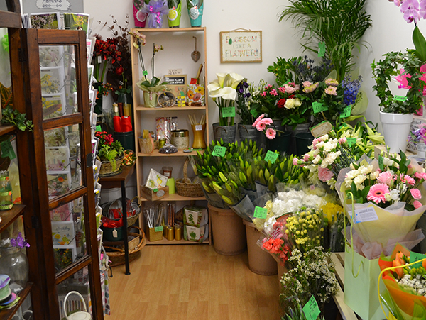 Welcome to Evergreen Florists at Debden Barns, Saffron Walden. Providing the best quality fresh flowers for Weddings, Anniversaries, Funerals, Birthdays.